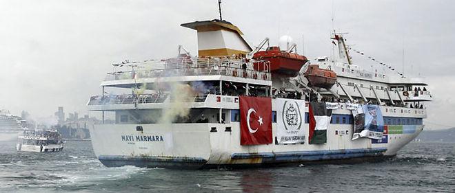 Le bateau turc Mavi Marmara, avec à son bord des militants pro-palestiniens et de l'aide humanitaire pour la bande de Gaza, est parti du port de Sarayburnu à Istanbul le 22 mai © STRINGER/TURKEY / X01258