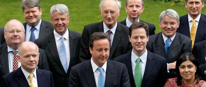 Le nouveau tandem David Cameron - Nick Clegg s'est mis au travail jeudi matin © REUTERS/Andrew Winning