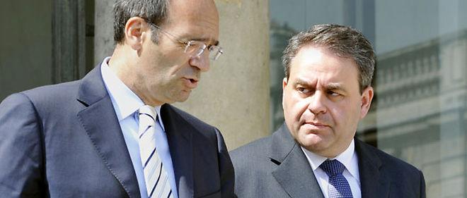 Le ministre du Travail Éric Woerth et le secrétaire général de l'UMP Xavier Bertrand ont participé mardi à la convention nationale sur les retraites de l'UMP © AFP