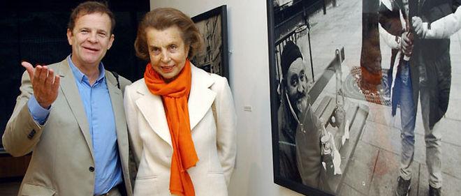 """Le photographe François-Marie Banier, poursuivi en justice pour """"abus de faiblesse"""", accompagné de son amie Liliane Bettencourt © Abaca"""
