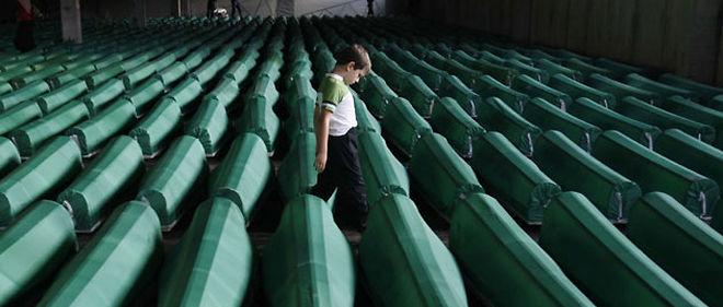 Les cérémonies entourant cet anniversaire seront marquées notamment par l'enterrement des restes de 775 victimes du massacre au centre mémorial de Potocari, près de Srebrenica © Amel Emric/AP/SIPA