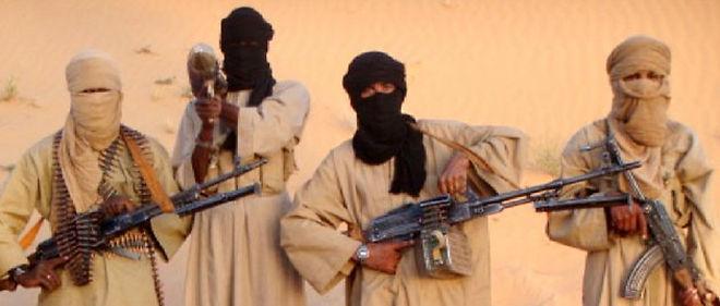 Des membres de l'Aqmi (Al-Qaeda au Maghreb islamique), le groupe qui détient Michel Germaneau depuis le 22 avril © AFP