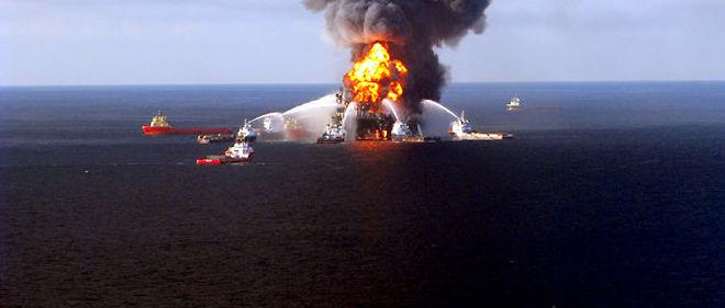 L'explosion de la plate-forme Deepwater Horizon, le 20 avril, a fait 11 morts © Maxppp