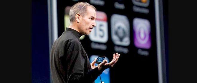 Leader, Apple, présidé par Steve Jobs, a écoulé 34 millions d'iPhone en deux ans et demi © Kim Kilishr/REA