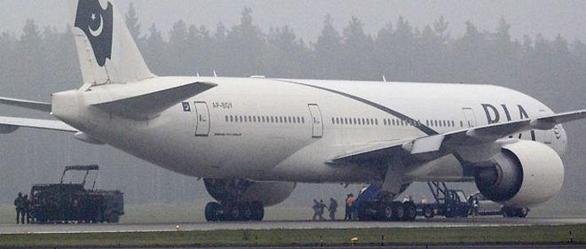 Quelque 243 passagers, dont le suspect, et 18 membres d'équipage se trouvaient à bord de l'avion qui a atterri en urgence, selon un porte-parole de PIA © FREDRIK PERSSON/AP/SIPA