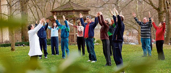Pour la médecine traditionnelle chinoise, la bonne santé passe aussi par l'activité physique, comme ici le qi gong © Corbis