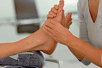 La réfléxologie plantaire, qui consiste à stimuler la plante des pieds, agit sur tout le corps © Corbis