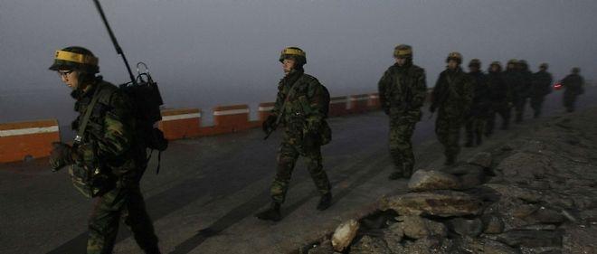 La Corée du Sud a mené des exercices militaires lundi matin sur l'île de Yeonpyeong, qui avait été prise pour cible par l'artillerie nord-coréenne le 23 novembre, faisant quatre morts dont deux civils