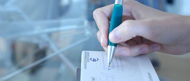 Une élue régionaliste rennaise a remis à Pôle emploi un chèque libellé en breton