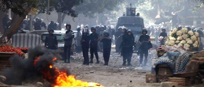 Le président Hosni Moubarak a décrété le couvre-feu en Égypte, alors que le pays est en proie aux violences au quatrième jour de manifestations contre le pouvoir.