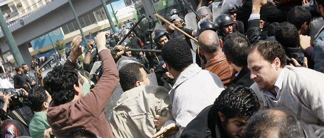 Des heurts ont opposé manifestants et forces antiémeute lors de manifestations qui se sont déroulées vendredi au Caire.