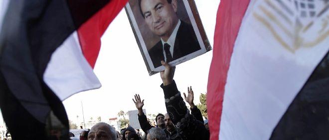 Les partisans de Moubarak descendent eux aussi dans la rue.