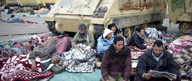 L'armée égyptienne semble vouloir continuer à soutenir le régime en place.