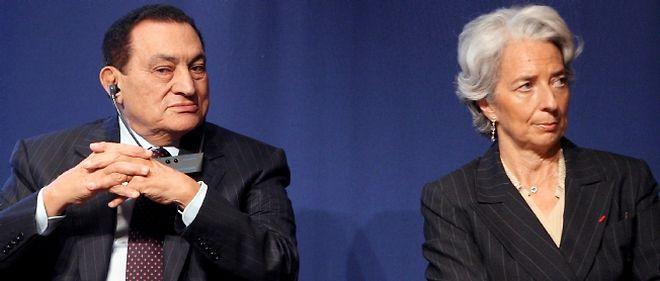 Les avoirs de Hosni Moubarak en France vont être scrutés à la loupe par la justice française (photo : Hosni Moubarak et Christine Lagarde, le 22 avril 2008 à Paris)