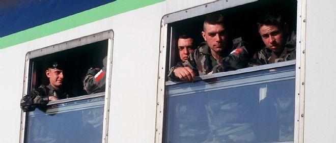 Les militaires français bénéficient d'une réduction tarifaire de 75 % pour leurs voyages en train.