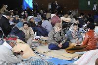 Des survivants du tsunami s'entassent dans un centre d'hébergement à Kamaishi, dans la préfecture d'Iwate.  ©Toshifumi Kitamura