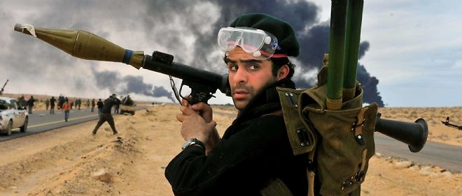 """Selon le """"Wall Street Journal"""",les rebelles libyens recevraient des armes venant d'Égypte."""