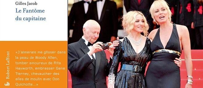 Le président du festival de Cannes, Gilles Jacob, saisissant Madonna et Sharon Stone sur les marches, en 2008. ©Anne-Christine Poujoulat