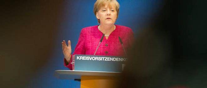"""Dette grecque : Merkel prône une aide """"substantielle"""" des banques"""