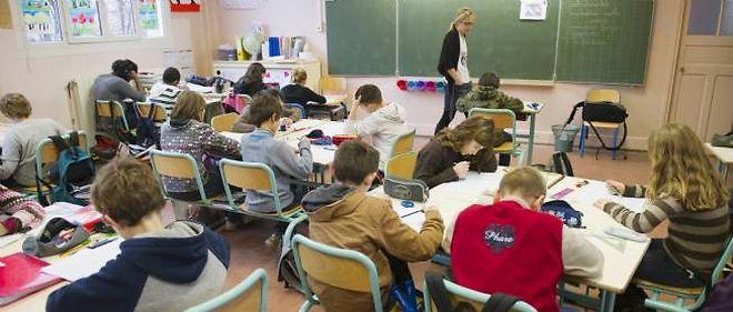 L'Élysée veut rassurer au sujet des fermetures de classe.