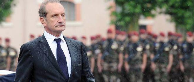 Gérard Longuet est ministre de la Défense.