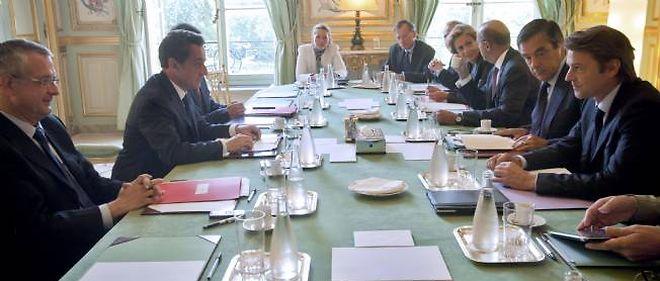 Dette En Pleine Crise Sarkozy Convoque Une Reunion De Travail