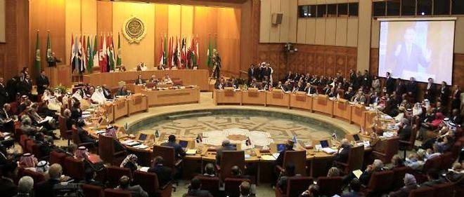 """""""Nous pensons que la solution passe par un arrêt du recours à la force, la fin du bain de sang et un retour à la sagesse et au dialogue"""", a déclaré le cheikh Hamad bin Jassim al Thani, président de la Ligue."""