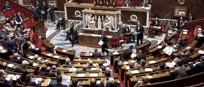 Les parlementaires français appellent les deux camps à reprendre les négociations bilatérales.