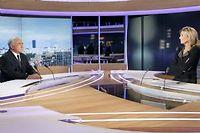 Dominique Strauss-Kahn et Claire Chazal, dimanche soir sur le plateau de TF1. ©François Guillot
