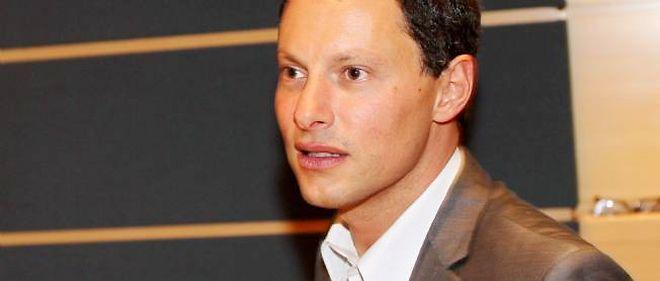 """Marc-Olivier Fogiel anime un talk-show semi-politique : """"Face à l'actu""""."""