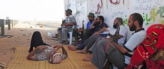 Les forces du CNT libyen ont dû se replier sous le feu des derniers combattants pro-Kadhafi à Syrte.