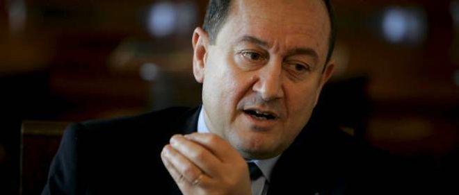 Bernard Squarcini est mis en cause pour avoir demandé et obtenu les factures détaillées de téléphone d'un reporter du Monde.