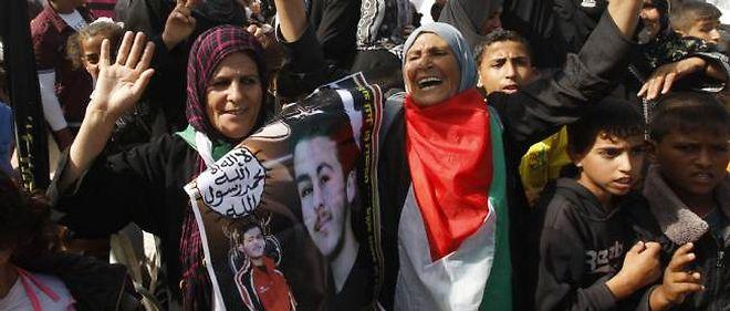 Des dizaines de proches des prisonniers libérés ont attendu leur arrivée à Rafah.