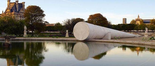 """""""Poems for Earthlings, Paris"""", d'Adrian Villar Rojas (2011) - SAM Arts Projects, Paris (jardin des Tuileries)."""