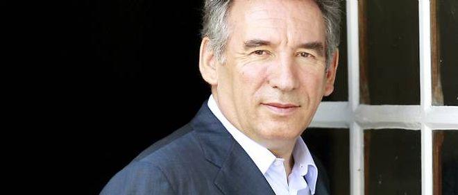 François Bayrou dit avoir de l'estime pour le candidat PS François Hollande.