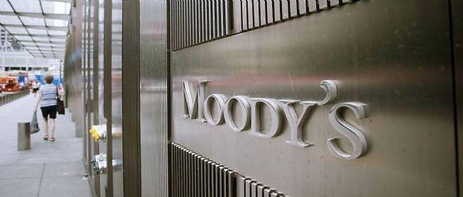 """Moody's s'est montrée plus dure avec l'Espagne que ses concurrentes Standard and Poor's et Fitch, qui ont toutes deux abaissé la note du pays à """"AA-."""