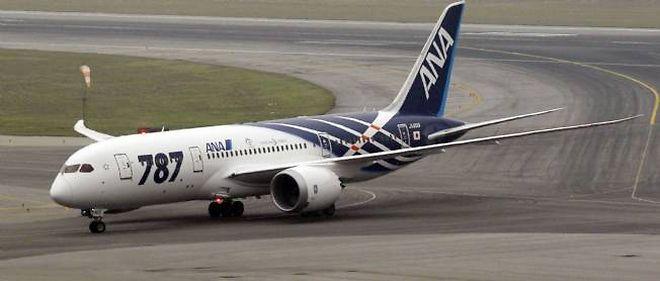 Le nouvel avion de l'américain Boeing a finalement effectué son premier vol commercial, avec trois ans de retard.