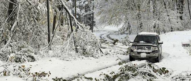 D'importantes chutes de neige ont paralysé la côte est des États-Unis.
