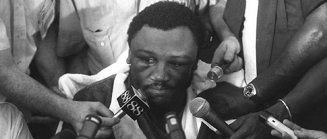En 1975, Frazier doit abandonner face à son grand rival, Mohamed Ali.
