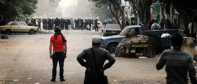 Des dizaines de milliers de manifestants hostiles au Conseil suprême des forces armées (CSFA) réclament toujours que l'armée rende le pouvoir aux civils.