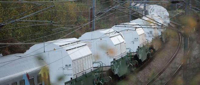 Après un départ mouvementé, le train transportant des déchets radioactifs poursuit son trajet sans encombre.