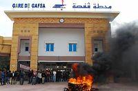 Des manifestants protestent contre la procédure de recrutement de la compagnie de Phosphate de Gafsa détenue à 90 % par l'État tunisien. ©Julie Schneider