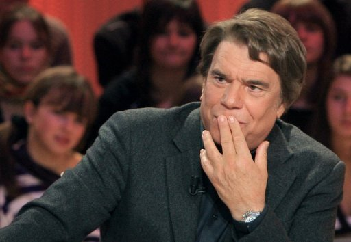 "Bernard Tapie a ete condamne vendredi pour procedure abusive par le tribunal correctionnel de Paris a verser 34.000 euros de dommages et interets au specialiste de l'arbitrage Thomas Clay, qui avait dans une interview qualifie d'""illegal"" l'arbitrage dans l'affaire Adidas."