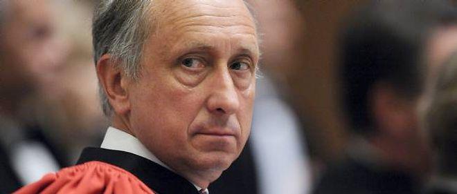 """En pleine affaire Bettencourt, le procureur de Nanterre, Philippe Courroye, avait adressé aux enquêteurs """"des réquisitions"""" afin d'identifier les sources de certains journalistes."""