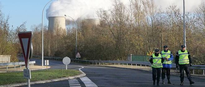 Les gendarmes avaient bloqué l'accès à la centrale de Nogent-sur-Seine après l'intrusion de militants de Greenpeace.