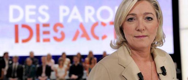 """Marine Le Pen sur le plateau de l'émission politique de France 2 """"Des paroles et des actes""""."""