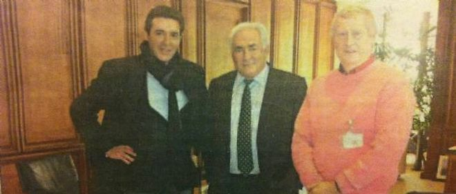 """Sur cette photo prise à Washington et parue par erreur en une de """"La Voix du Nord"""", Jacques Mellick fils (à gauche) et Patrick Pique (à droite) sont en compagnie de Dominique Strauss-Kahn."""