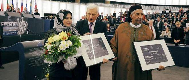 La militante égyptienne Asmaa Mahfouz et le dissident libyen Ahmed al-Zubair Ahmed al-Sanusi ont reçu le prix Sakharov mercredi à Strasbourg.