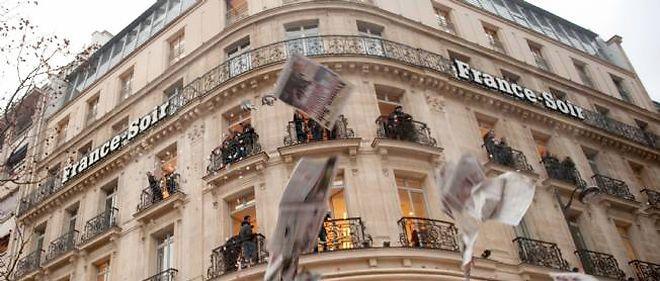 Les organisations syndicales, vent debout contre l'arrêt de l'édition papier, estiment illégal que la direction refuse la sortie du journal.