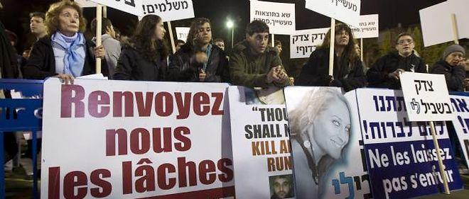 Les proches de Lee Zeitouni manifestaient à Tel-Aviv le 8 décembre dernier.